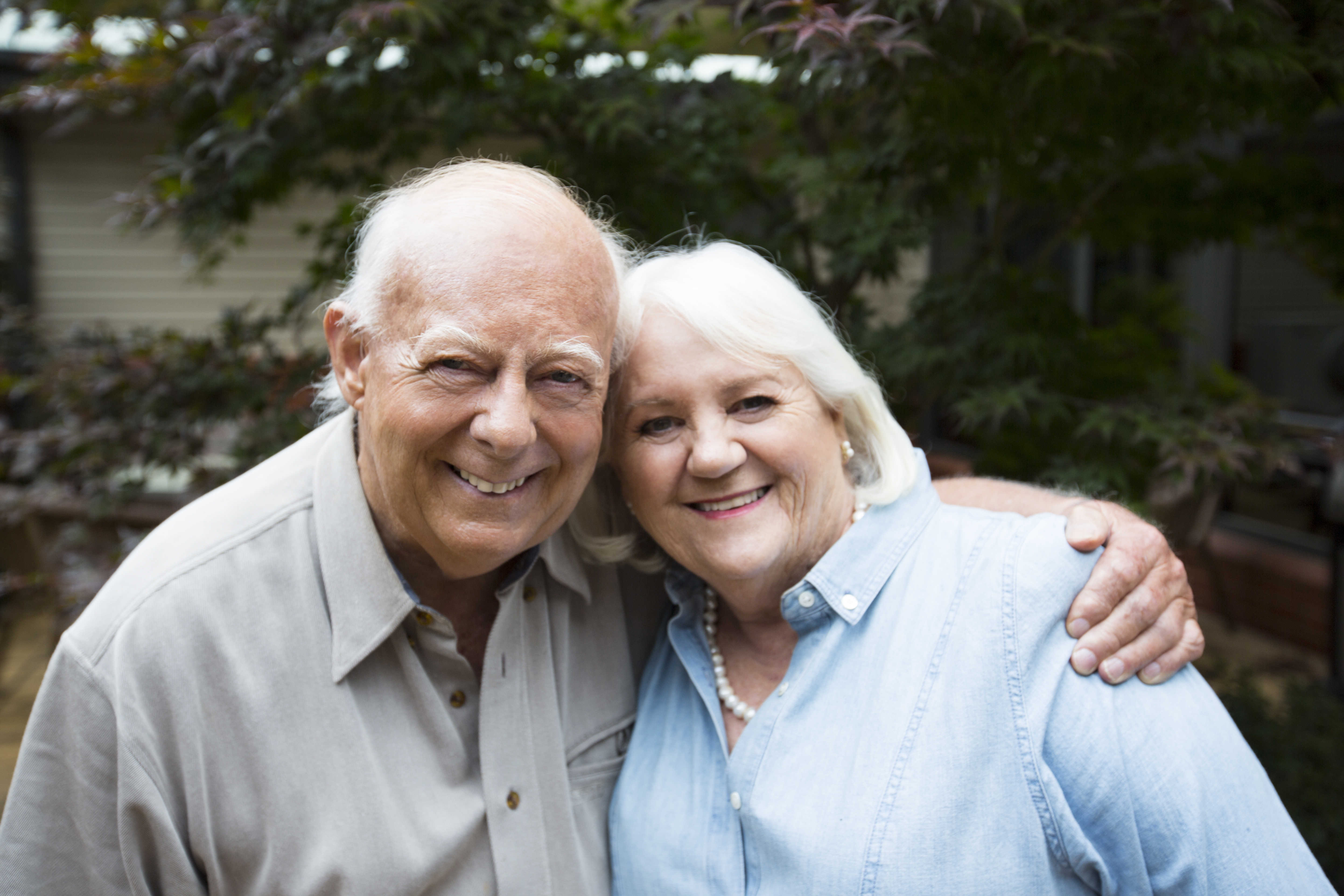 Image of couple in the gardens at HeathMont